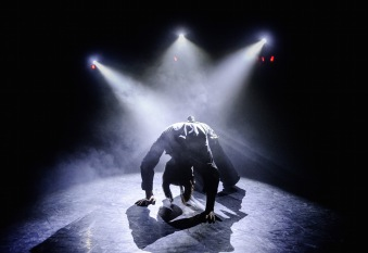 Theatre-Ad-Infinitum-Light-c-Alex-Brenner-photo
